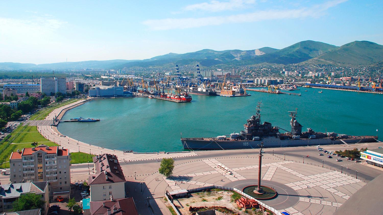 Новороссийск обзорный: Крейсер,теплоход и Набережная!