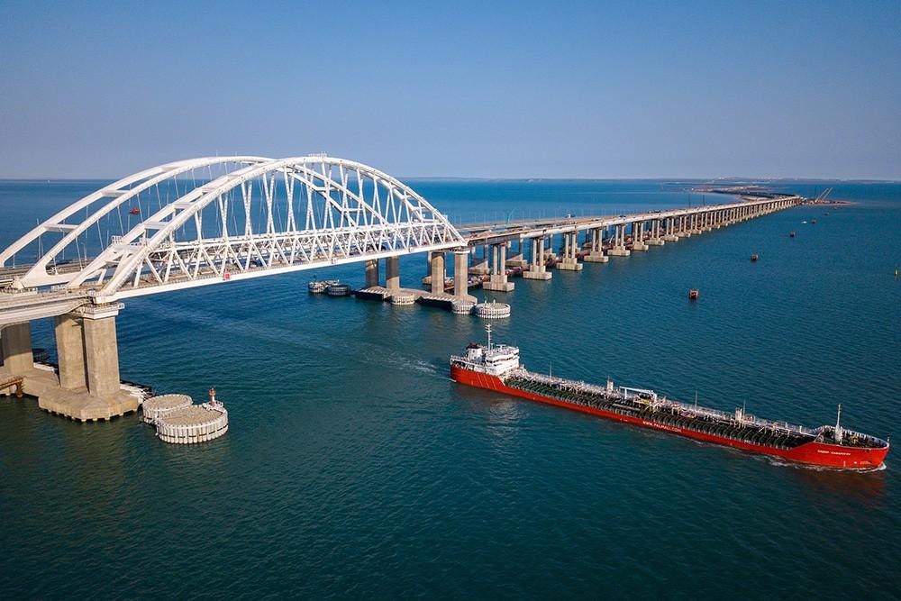Керчь - Крымский мост с теплоходом